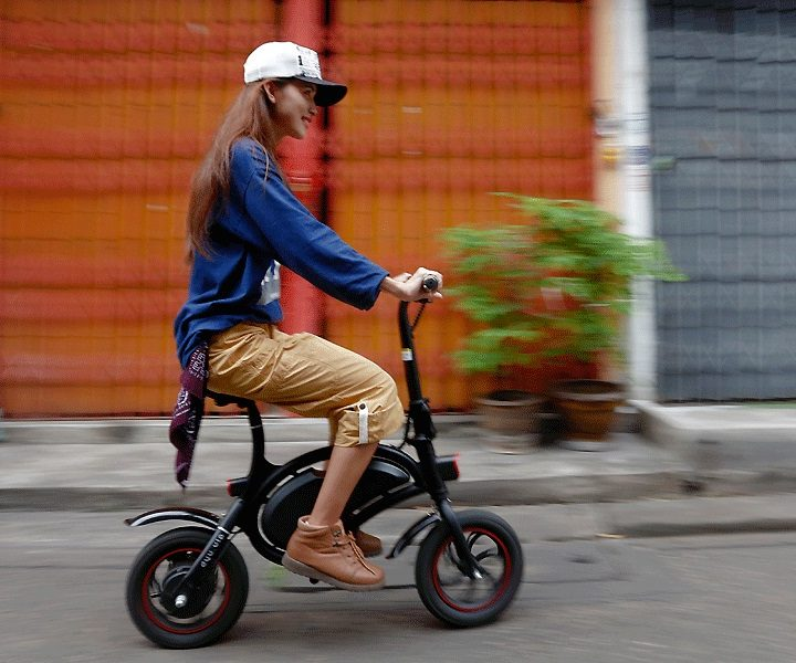Why Electric Mopeds Are Perfect For The Elements