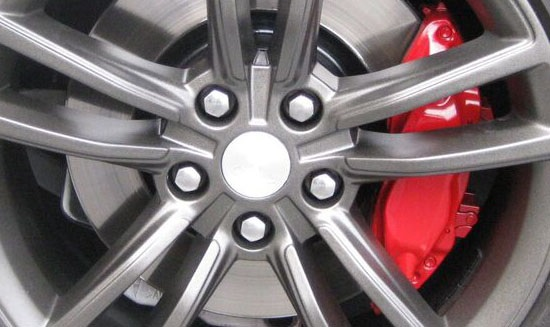 Benefits of Seeking Wheel Rim Repairs Instead of Replacements