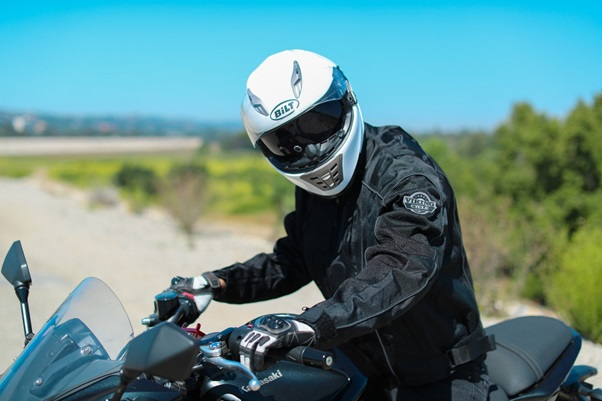 WHAT TO LOOK FOR WHILE BUYING MOTORCYCLE GLOVES?